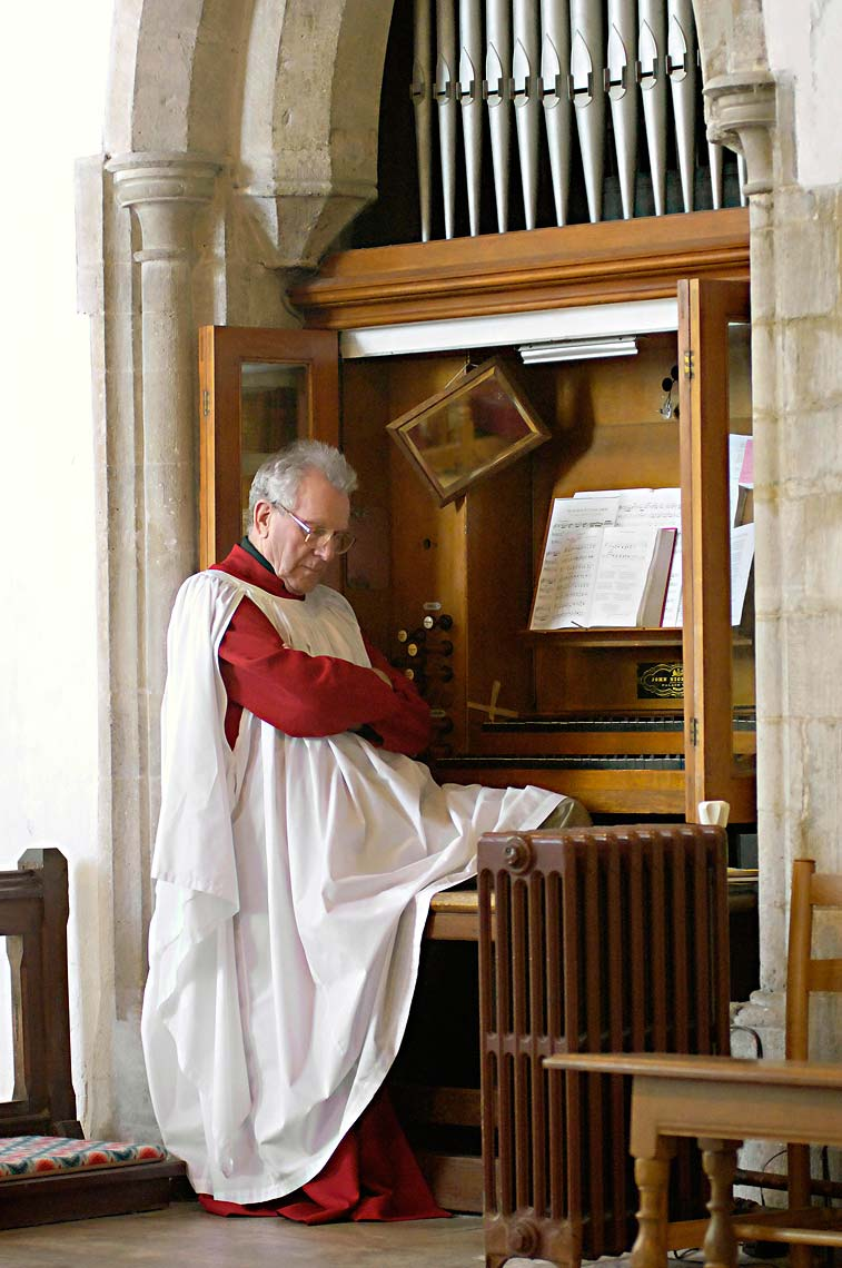 0052-Organist-Sleeps-St-Edwards-Church-Corfe-Castle-Wareham-Wedding.jpg