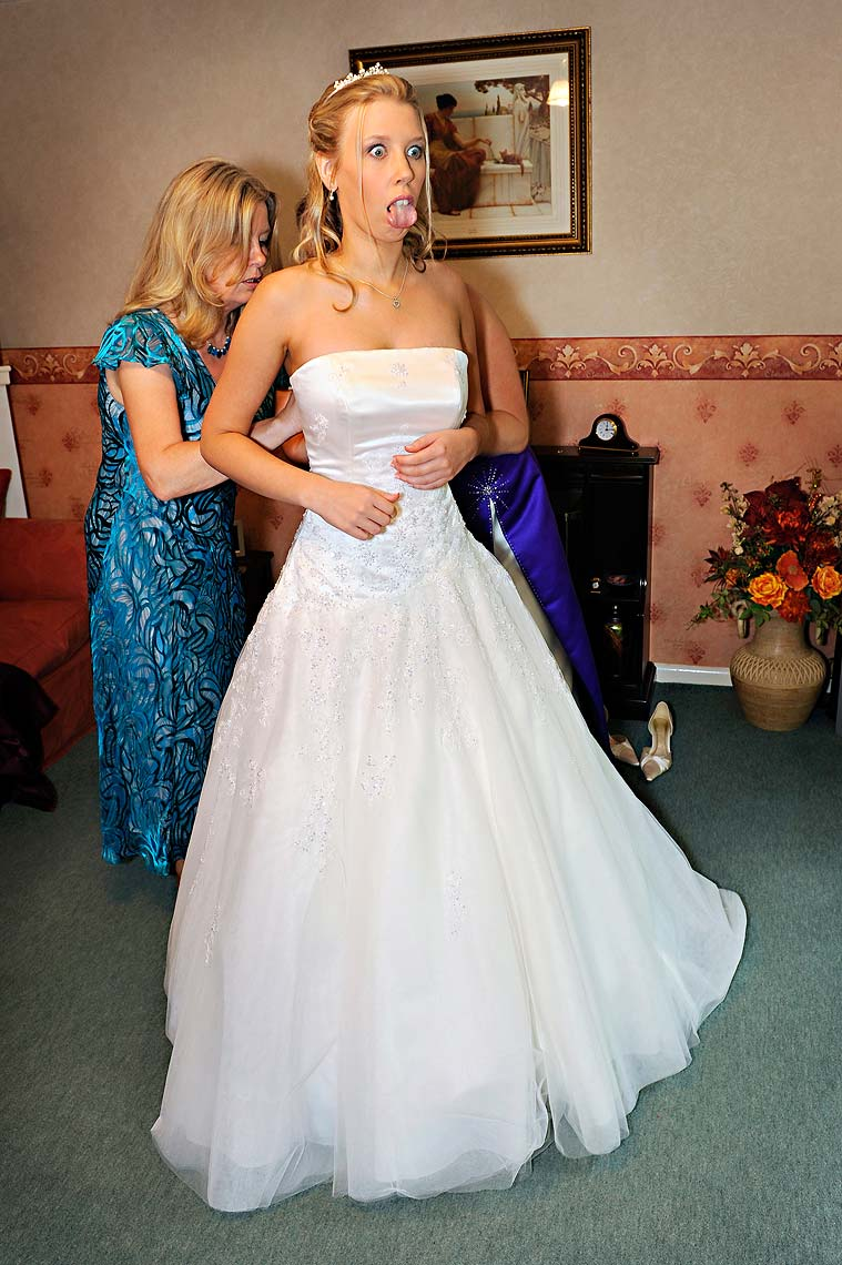 0081-Bride-Preps-Shaftesbury-Wedding.jpg