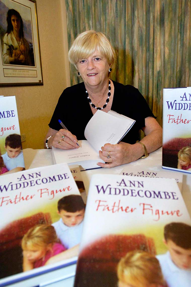 0965 Ann-Widdecombe-Book-Signing-PR-and-Corporate.jpg